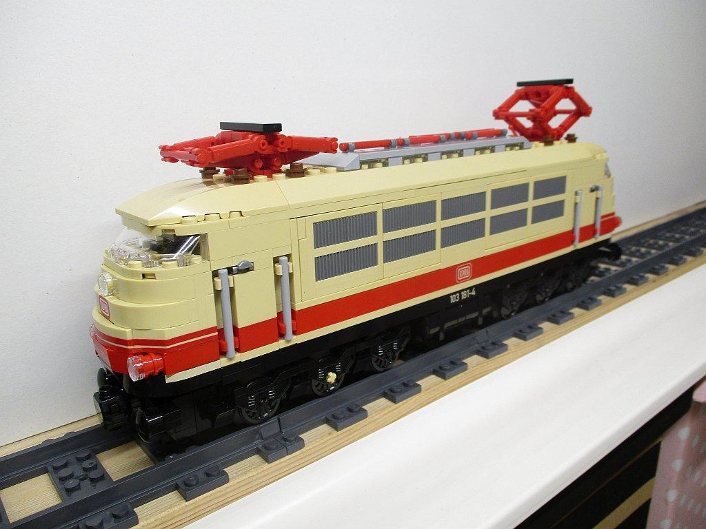 http://cyberrailer.de/Lego/103/65.jpg