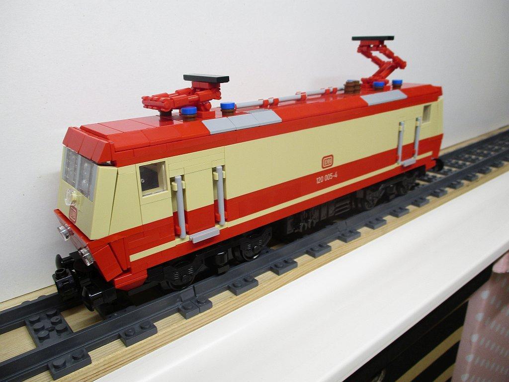 http://cyberrailer.de/Lego/120/38.jpg