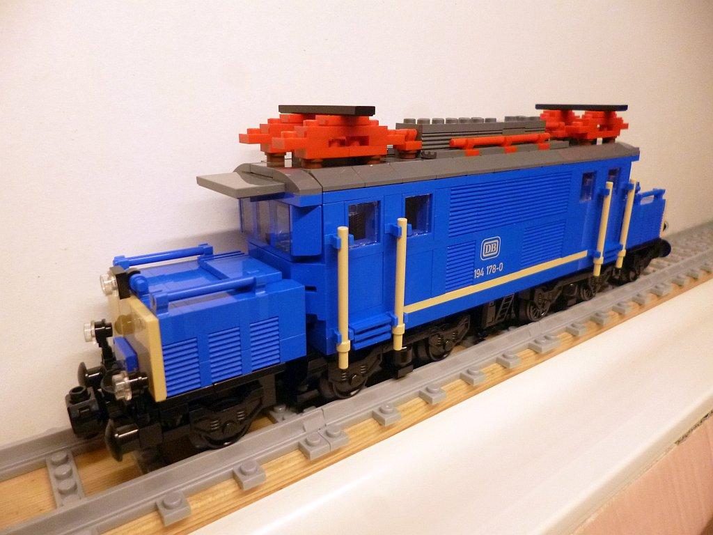 http://cyberrailer.de/Lego/194-bb/5.jpg