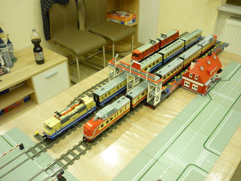 http://cyberrailer.de/Lego/Bahnhof/17.jpg
