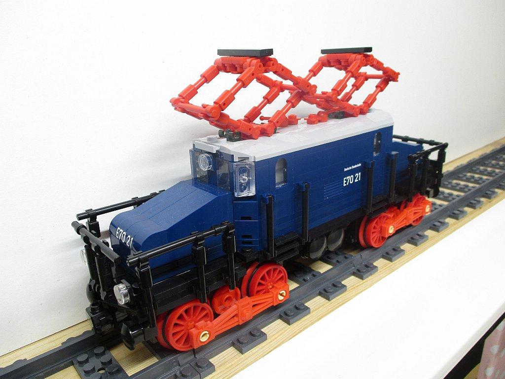 http://cyberrailer.de/Lego/E70/21.jpg