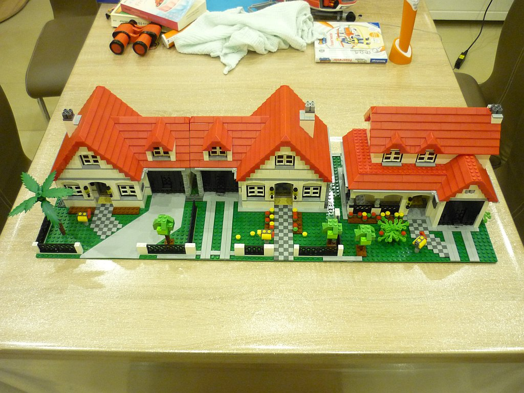 http://cyberrailer.de/Lego/Haeuser1.jpg