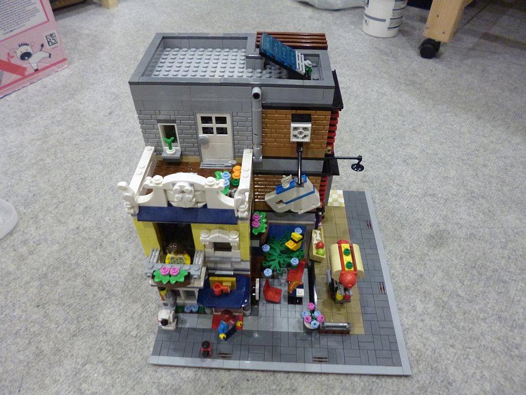 http://cyberrailer.de/Lego/Haus12/1.jpg