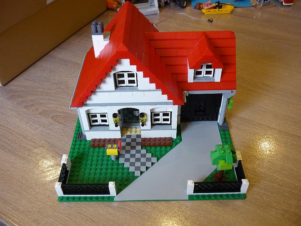 http://cyberrailer.de/Lego/Haus3/1.jpg