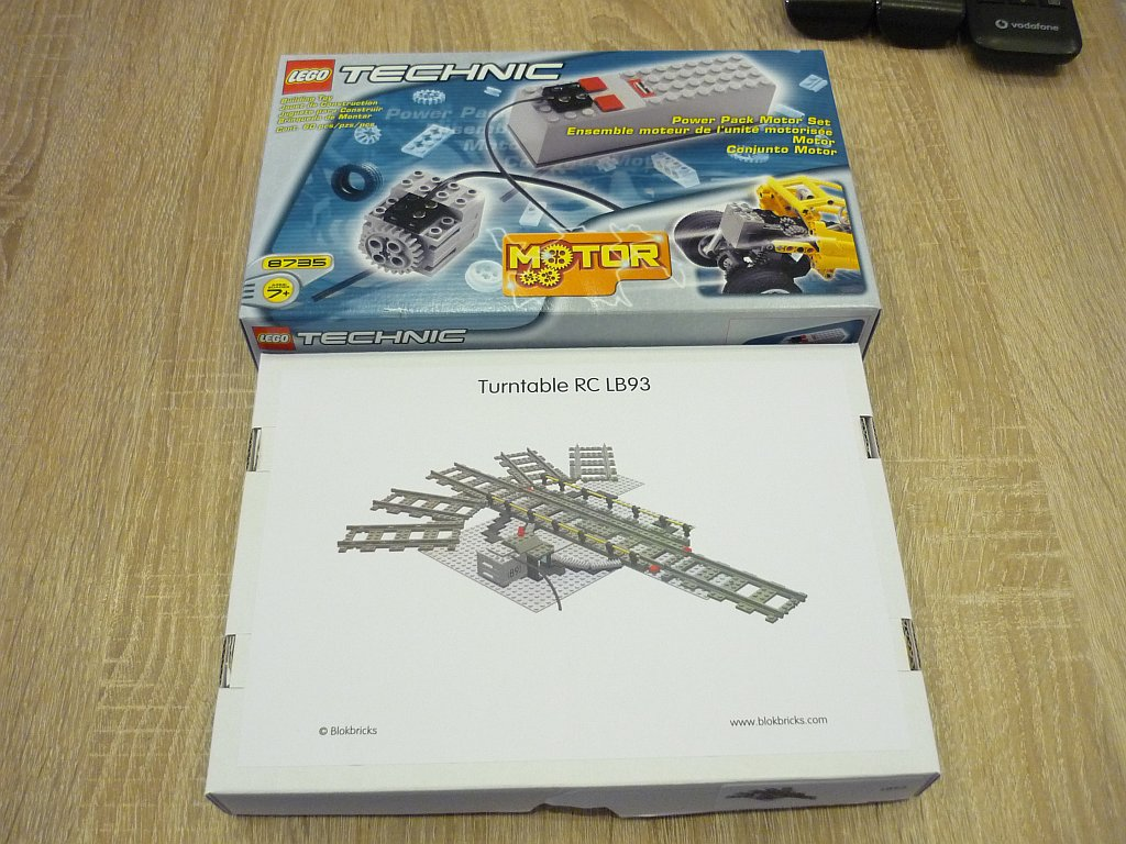 http://cyberrailer.de/Lego/Segmentdrehscheibe/1.jpg