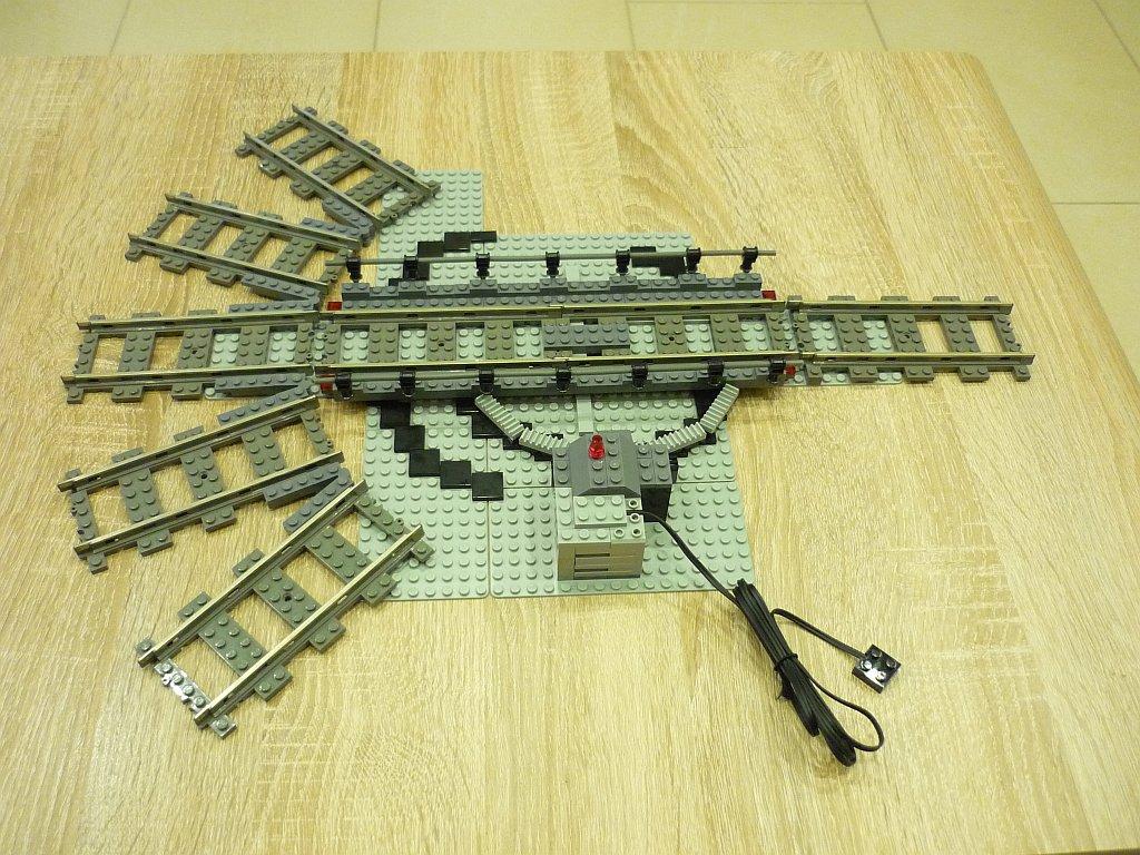 http://cyberrailer.de/Lego/Segmentdrehscheibe/2.jpg