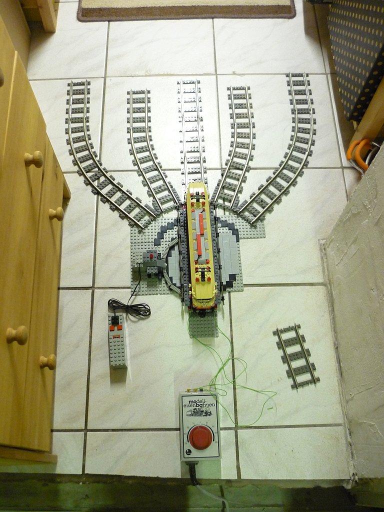 http://cyberrailer.de/Lego/Segmentdrehscheibe/7.jpg