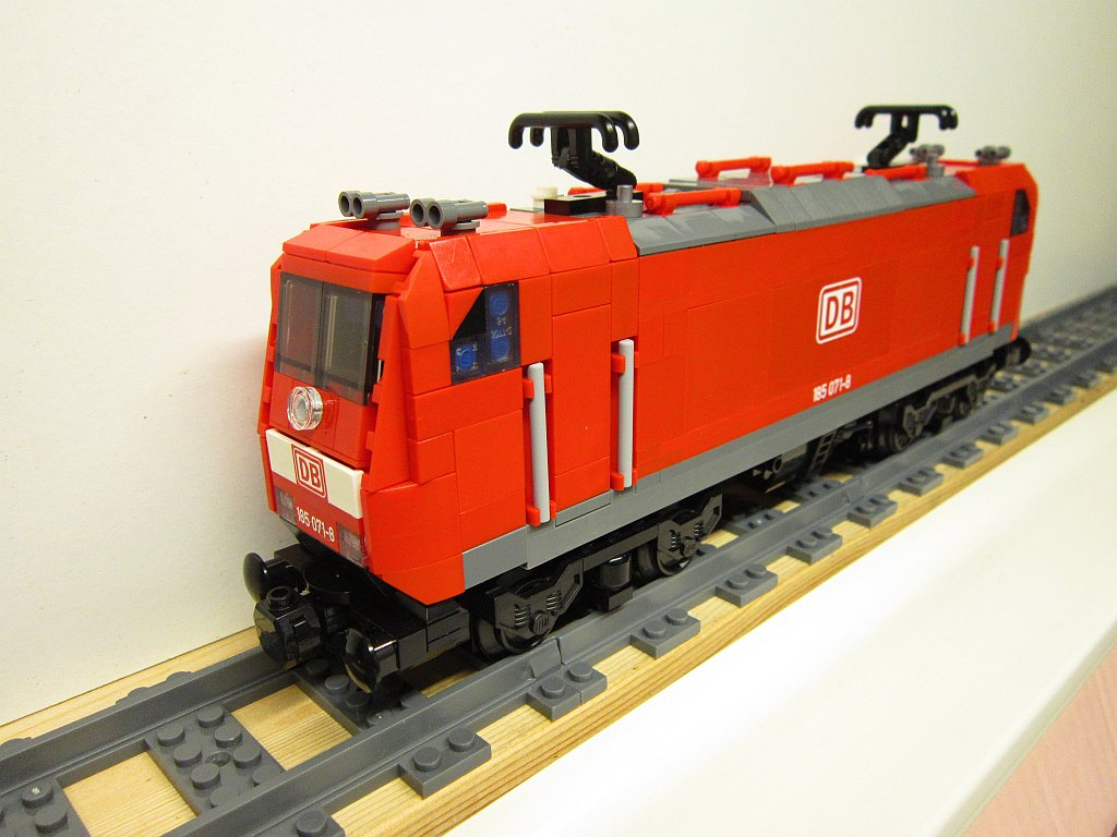 http://cyberrailer.de/Lego/Traxx/26.jpg