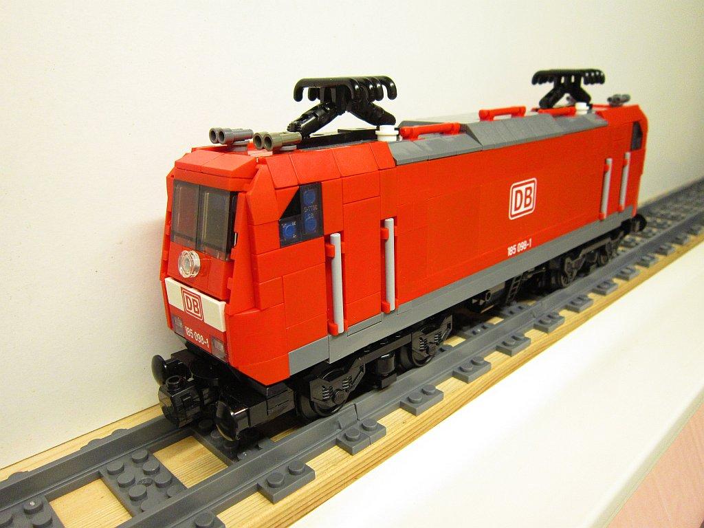 http://cyberrailer.de/Lego/Traxx/27.jpg